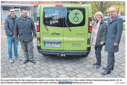 Bei der Übergabe des Kleinbusses©Die Harke, Nienburger Tageszeitung, David Sakar