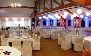 Leere Tische im Wesersaal