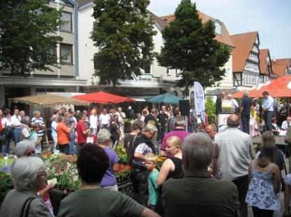 Mittendrin und immer dabei - eine Aktion der Bürgerstiftung auf dem Marktplatz in Nienburg