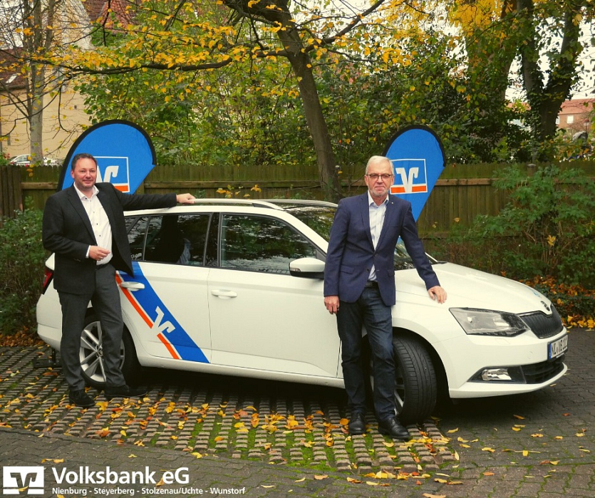 Übergabe Fahrzeug©Bürgerstiftung im Landkreis Nienburg